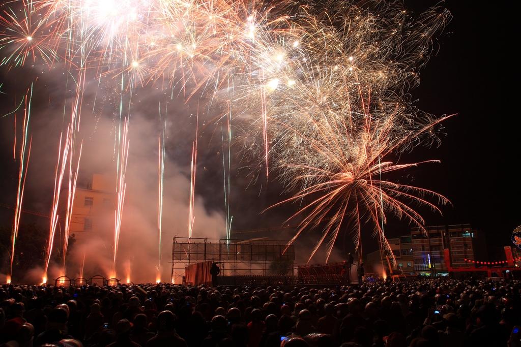 塩水武廟の祭りの花火