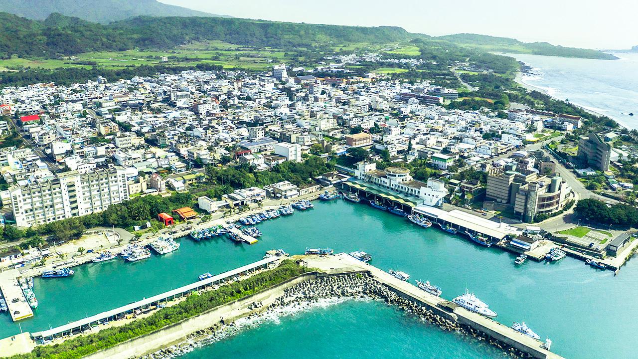 空から成功漁港を眺める