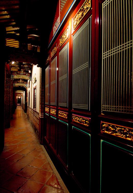 大龍ドウ保安宮の内部