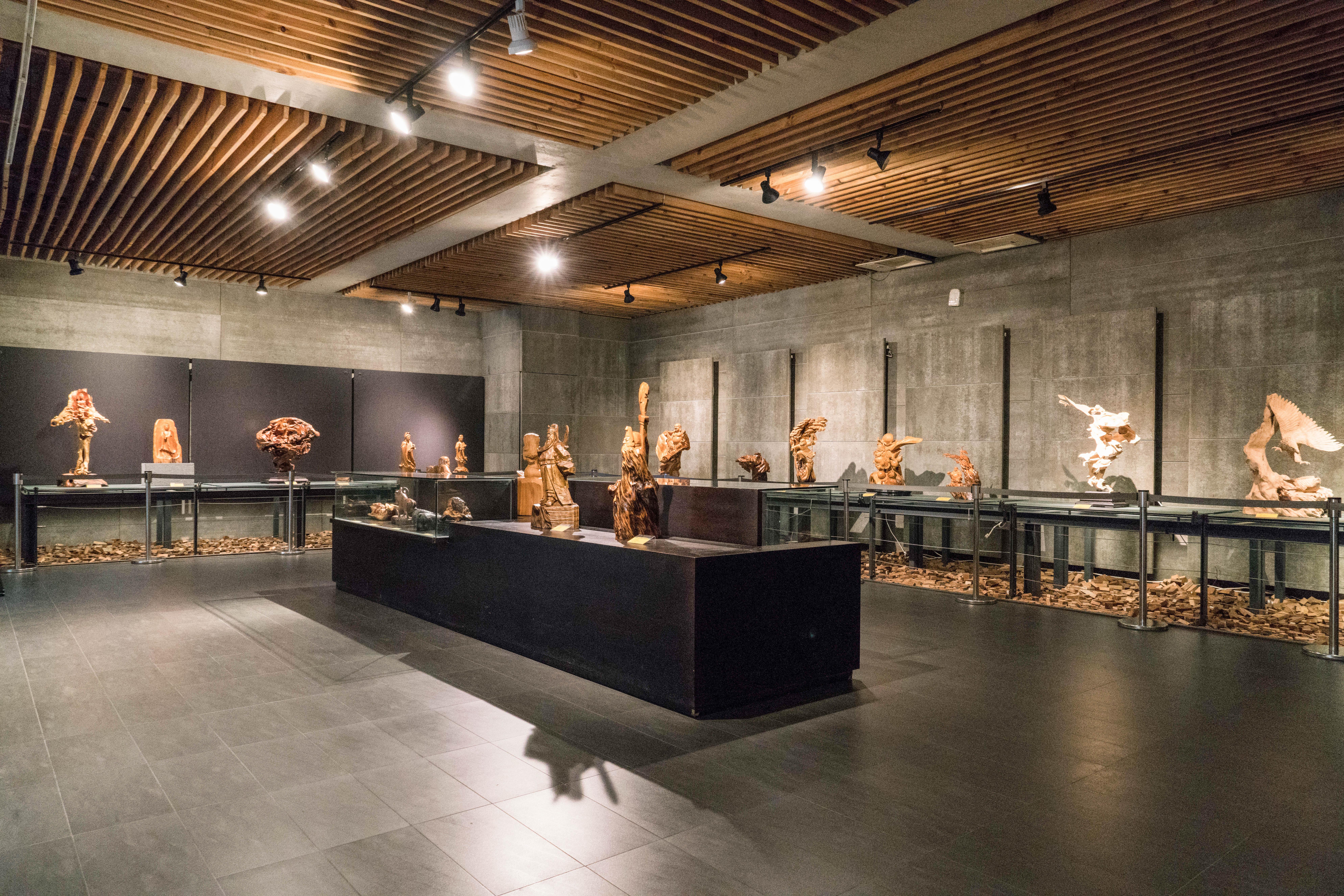 三義木彫博物館の展示エリア