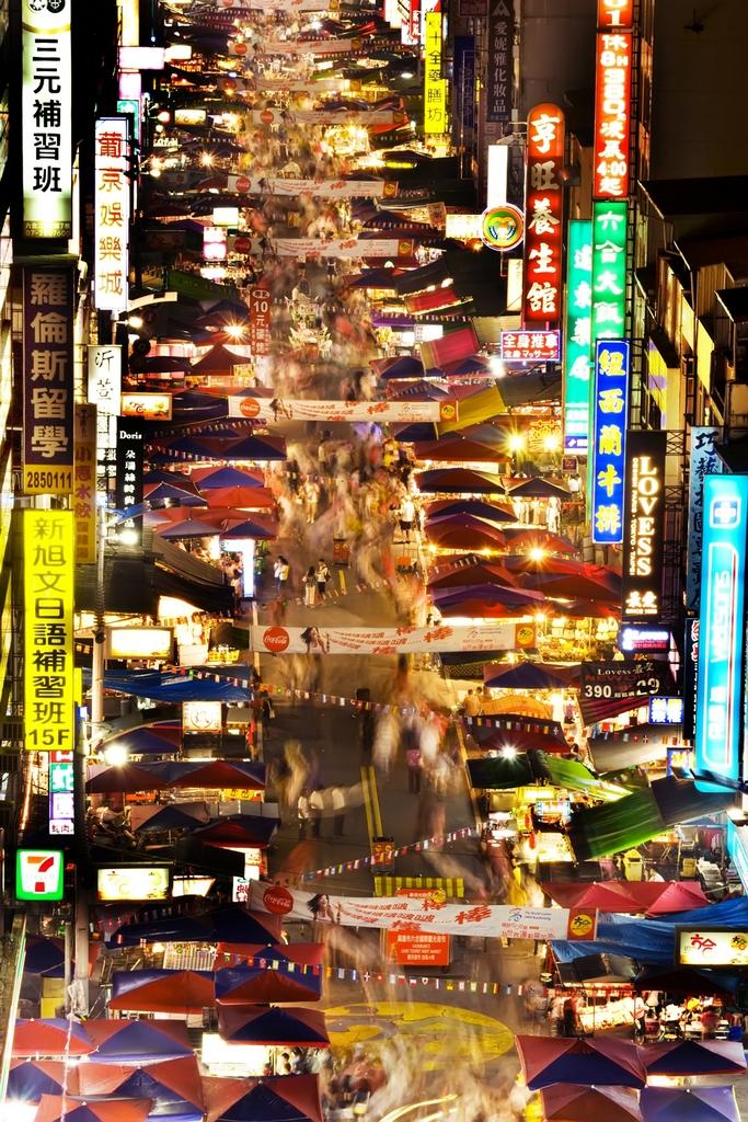 六合観光夜市の街風景