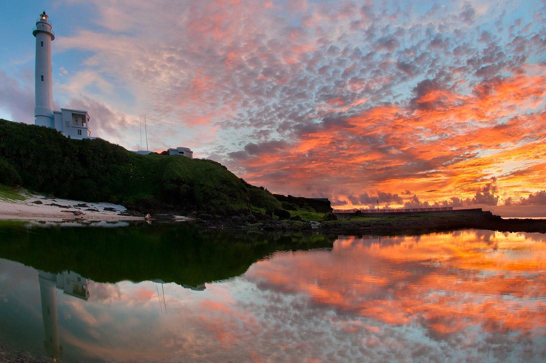緑島灯台の夕景