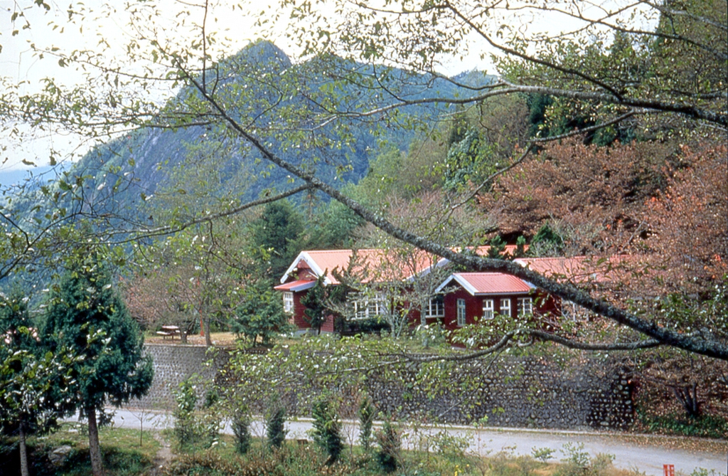 山の中の小屋