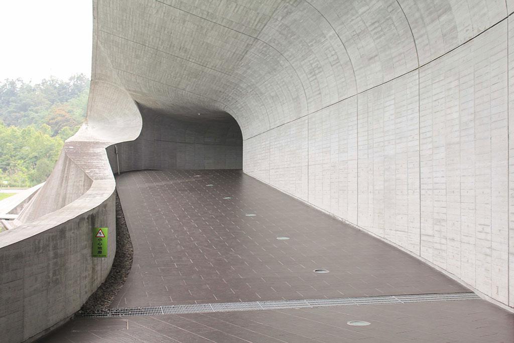 向山ビジターセンターの回廊