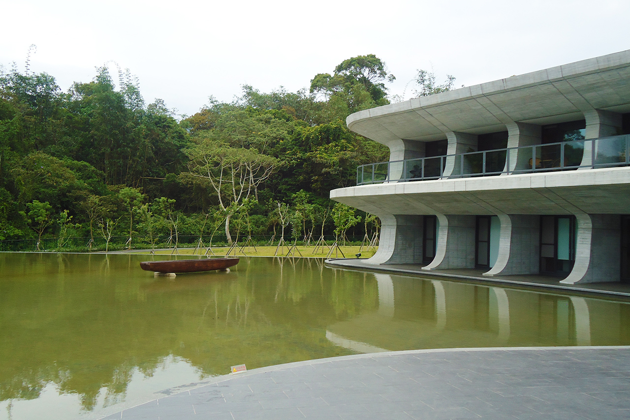 向山ビジターセンターの池