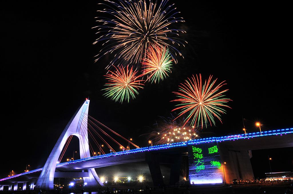 鵬湾の海峡大橋