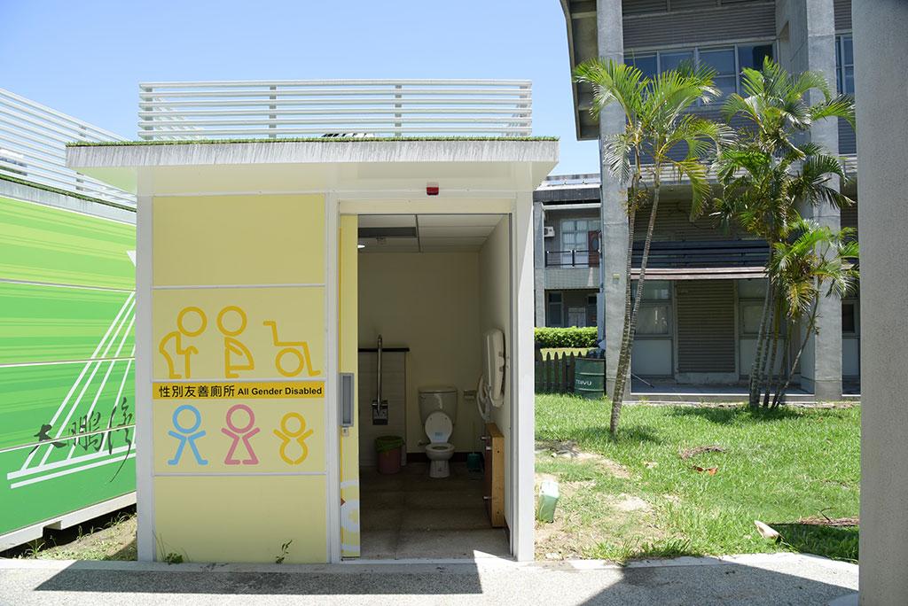 ユニセックストイレの外観