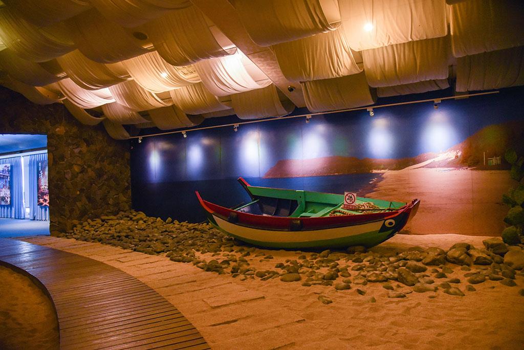 砂浜遊歩道の展示コーナー