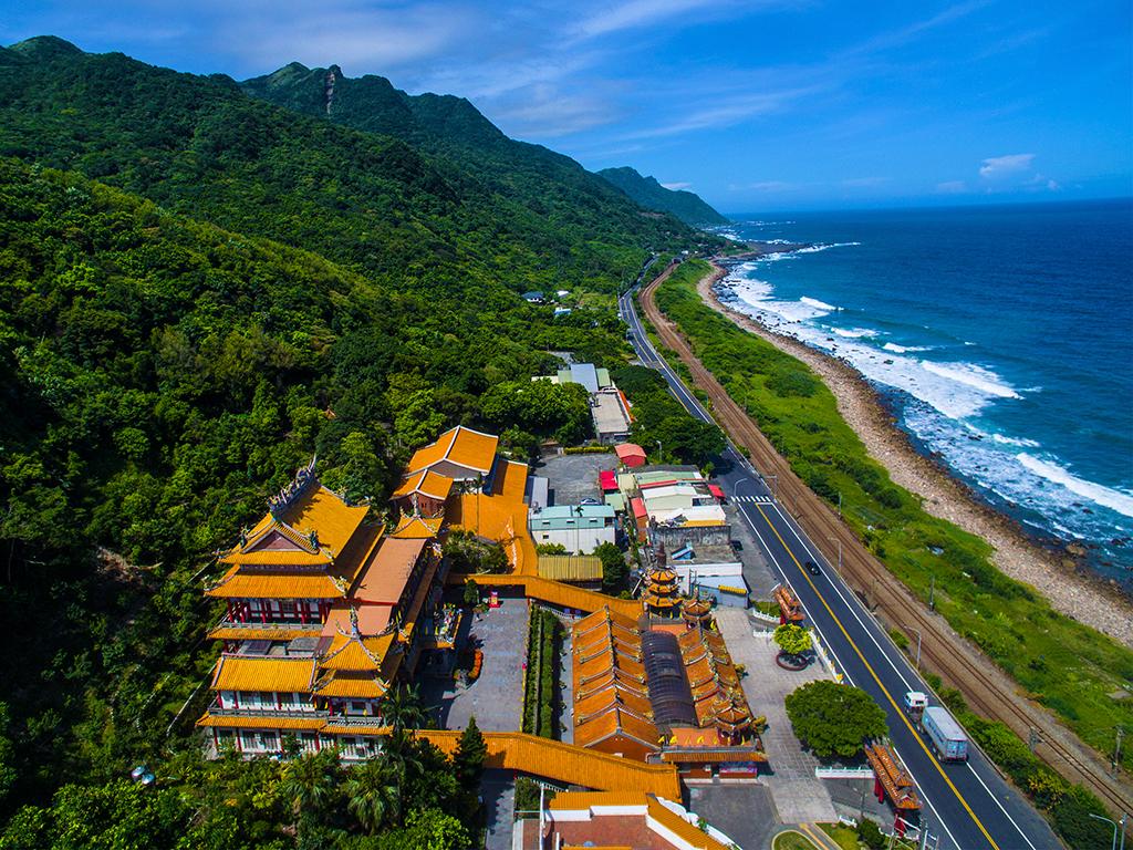 大里天公廟から太平洋を眺める