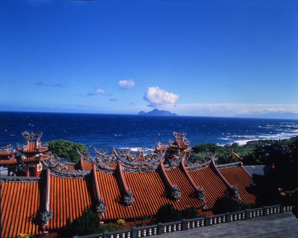 大里天公廟から亀山島を眺める
