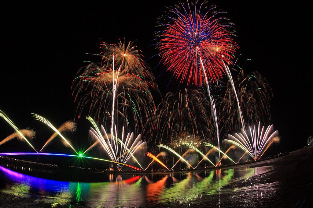 豪華絢爛な花火が澎湖の夜空を彩ります