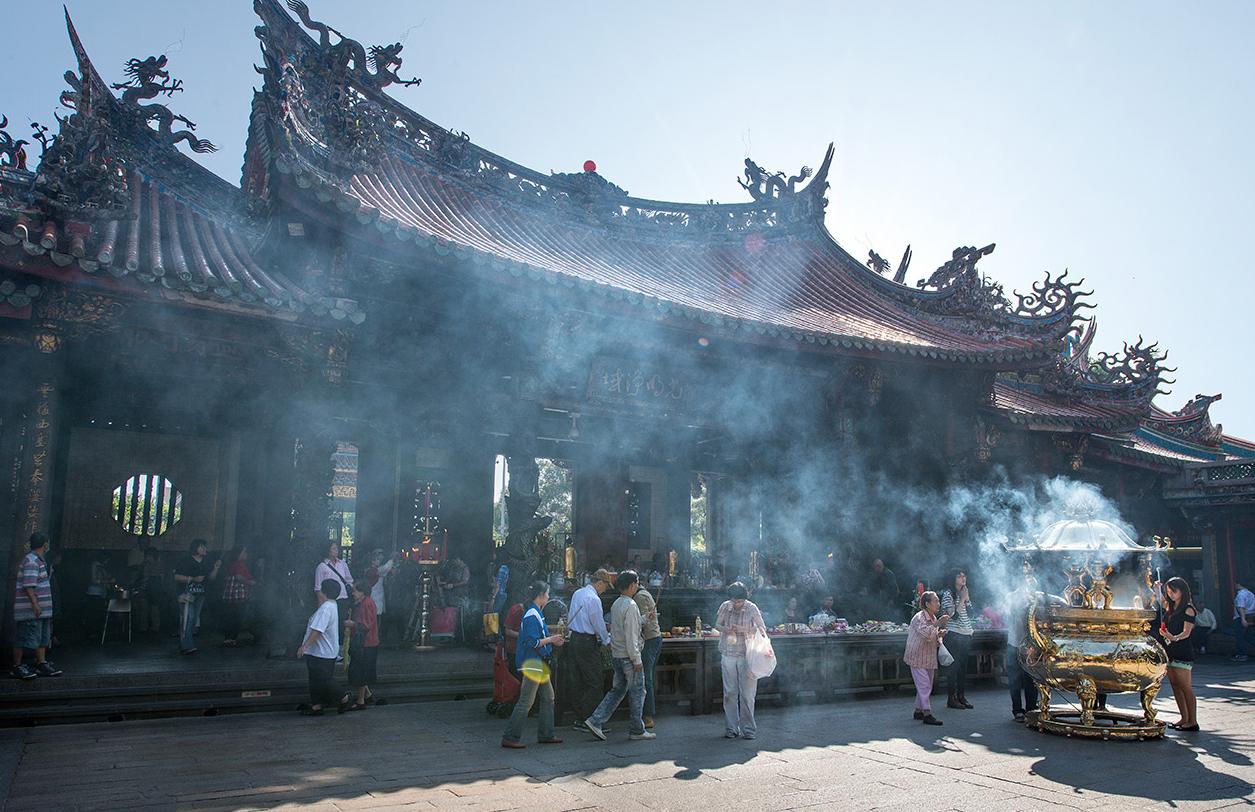 バンカ龍山寺の線香の煙