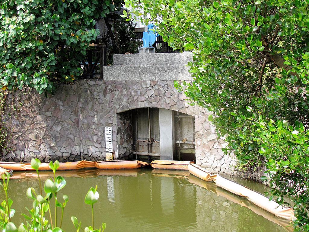 援中港湿地公園の水門