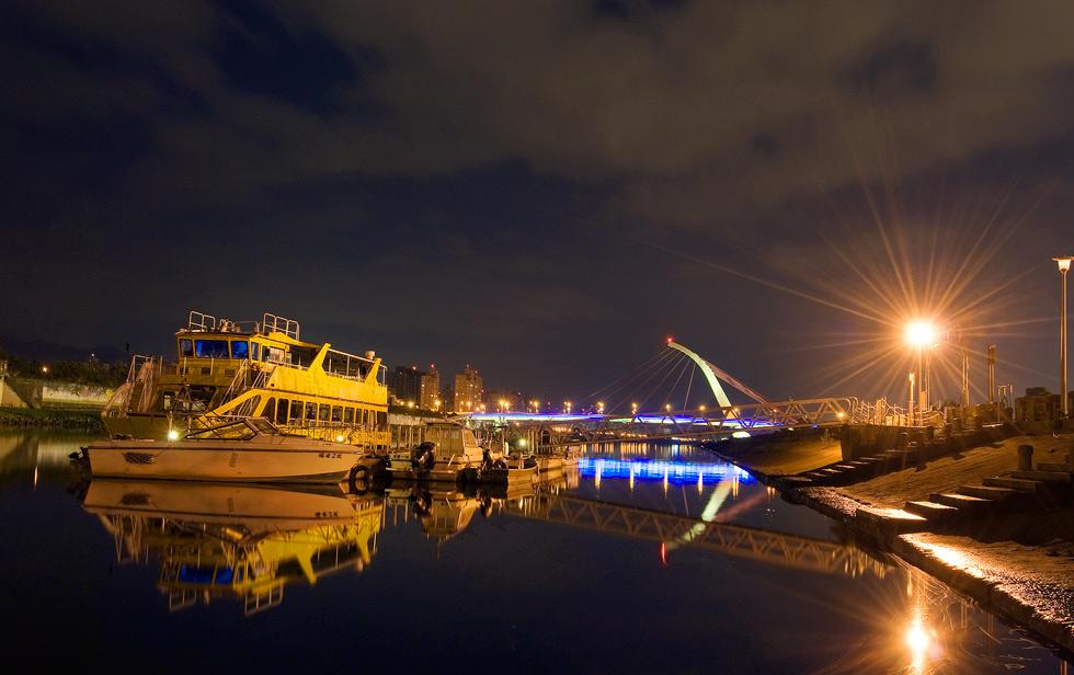 大佳河濱公園の夜景