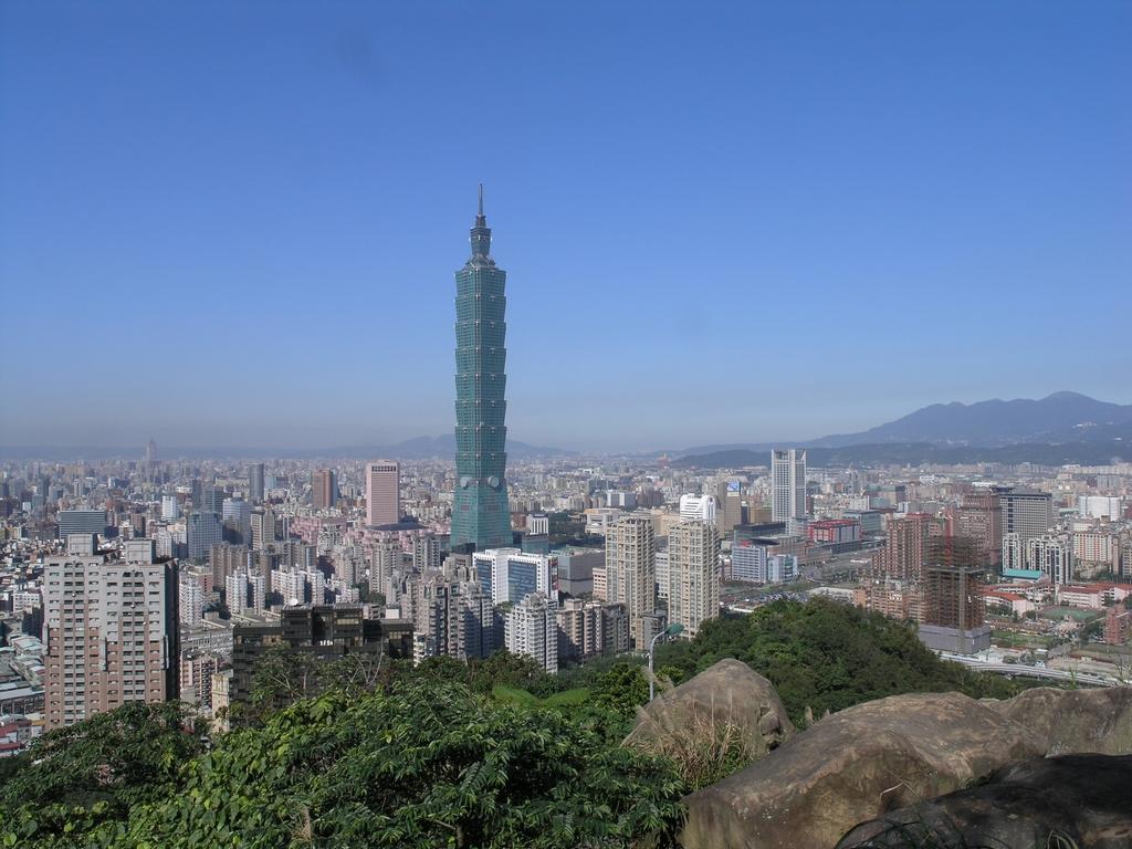 象山から台北の風貌を眺める