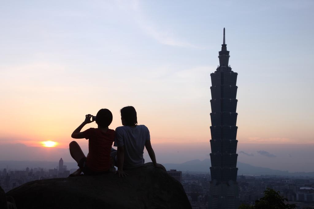 象山から101ビルを眺める