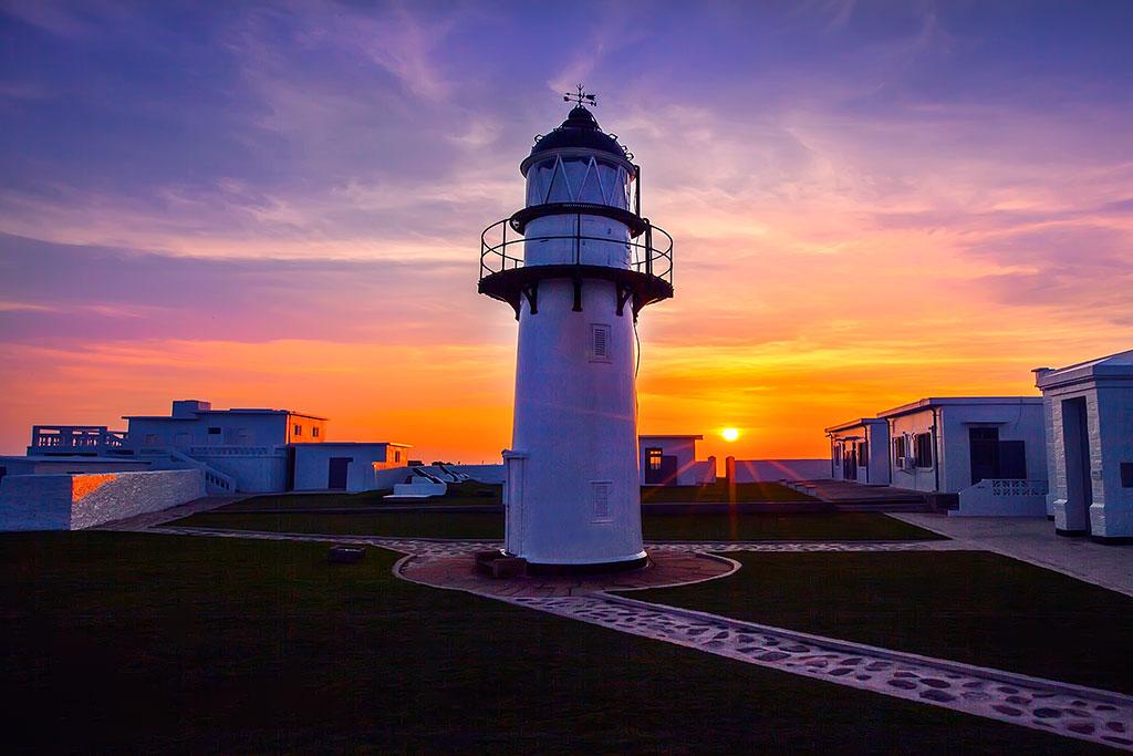 漁翁島灯台の夕日