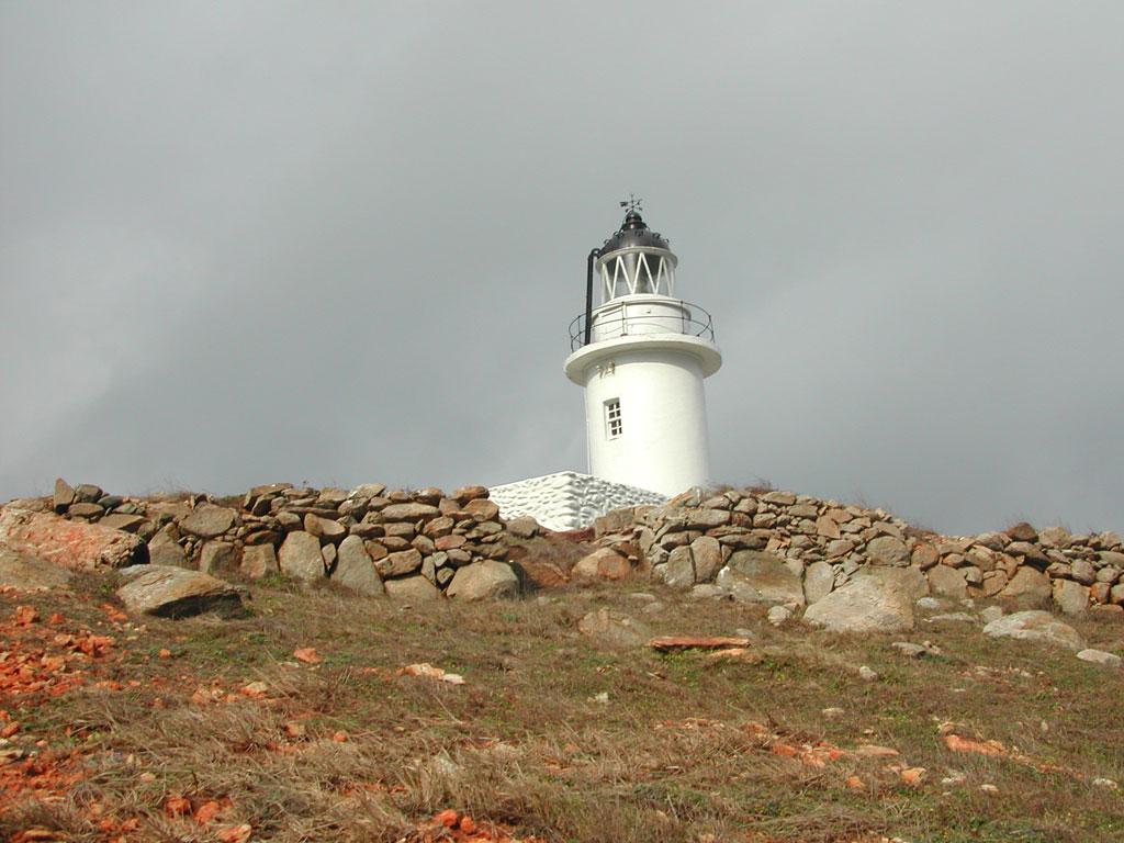 花嶼灯台を眺める