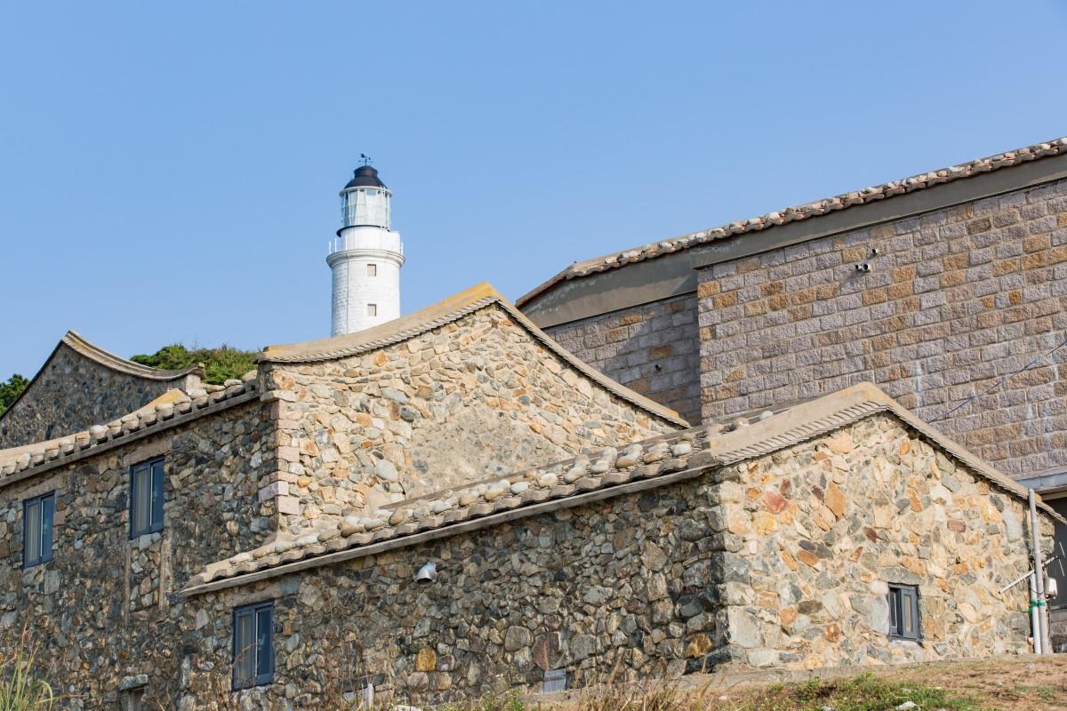東莒島灯台を眺める