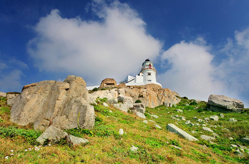 岬上の東引島灯台