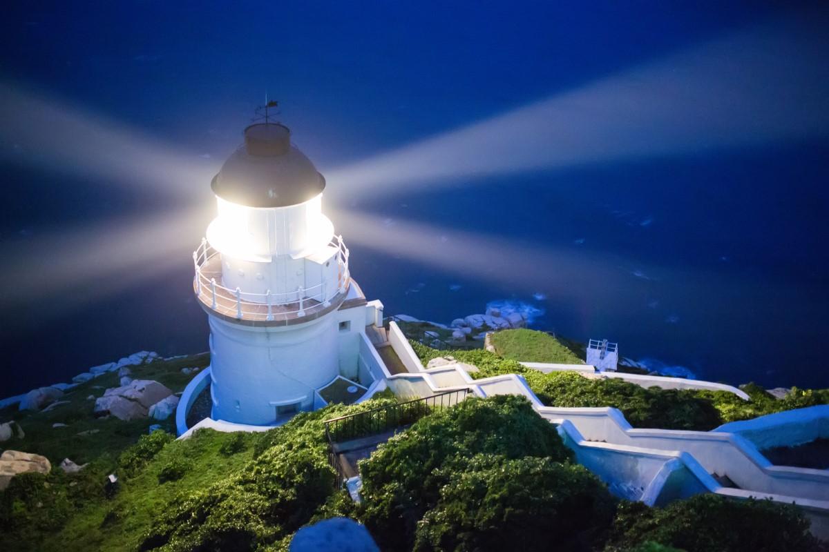 東引島灯台の夜景