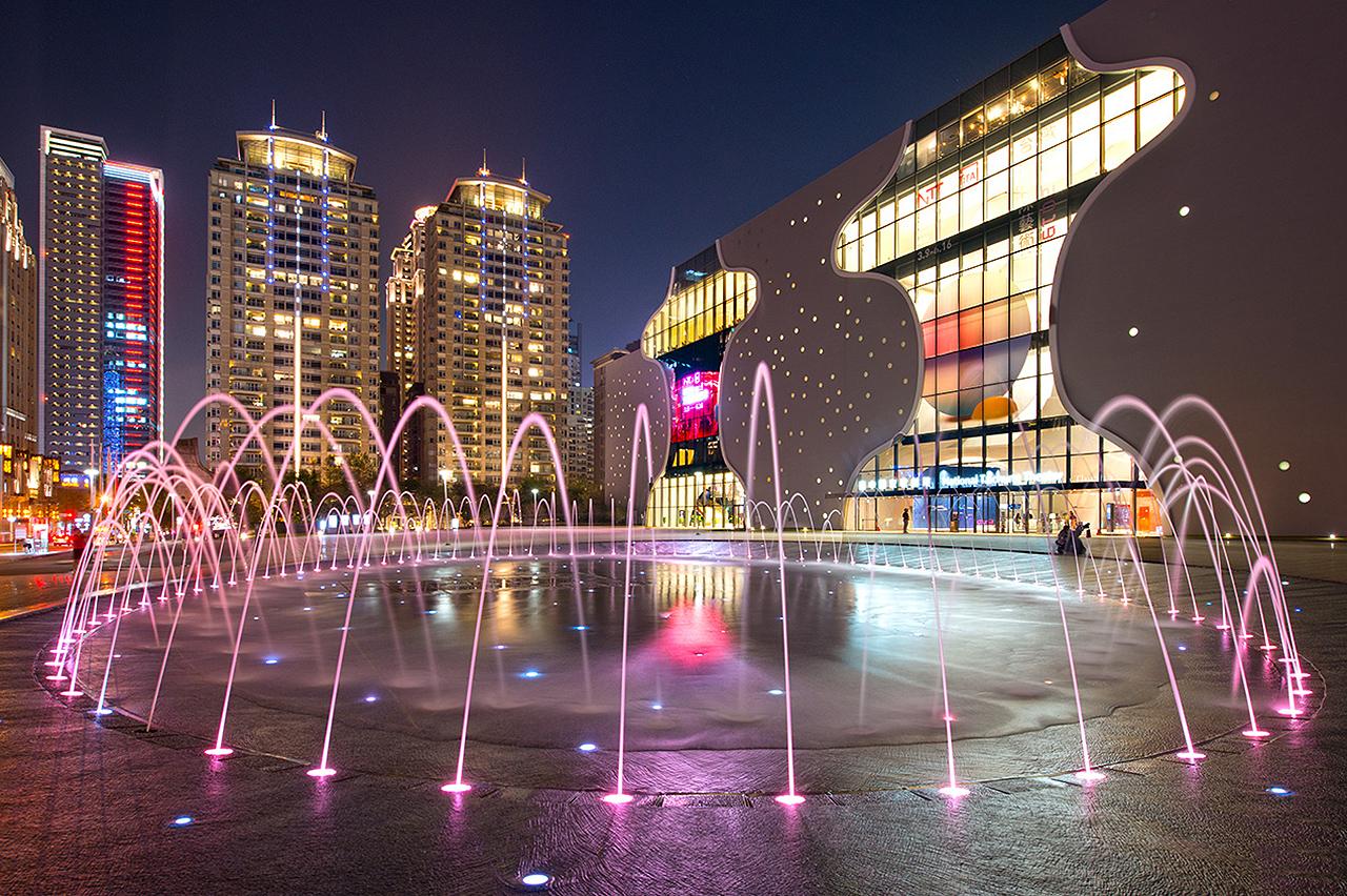 台中国家歌劇院の噴水池