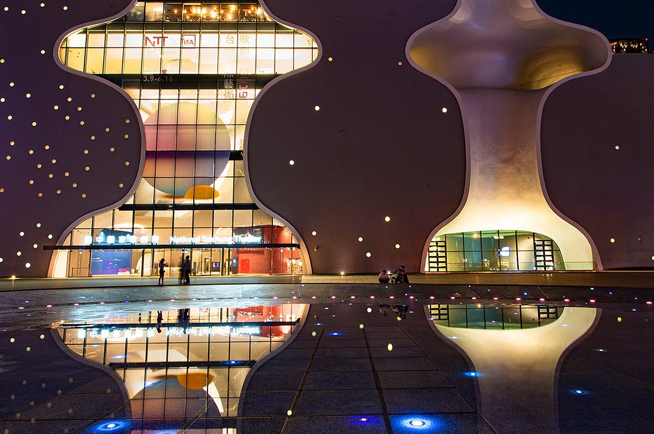 台中国家歌劇院の夜景