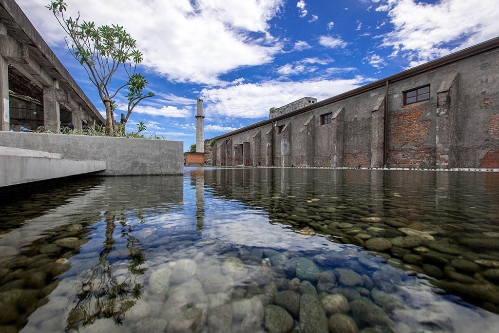 興創館側の景観池
