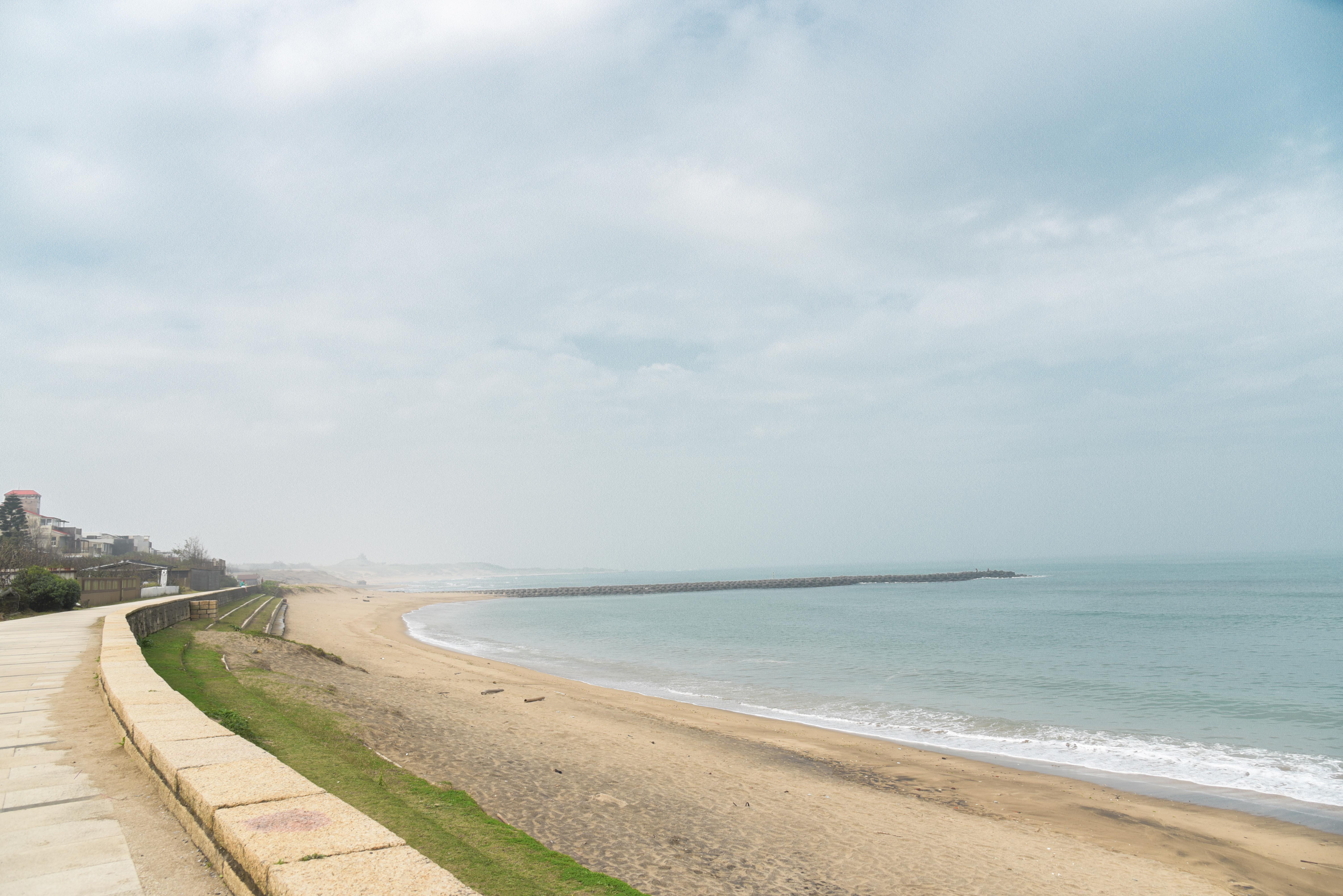 浅水湾の砂浜の遊歩道