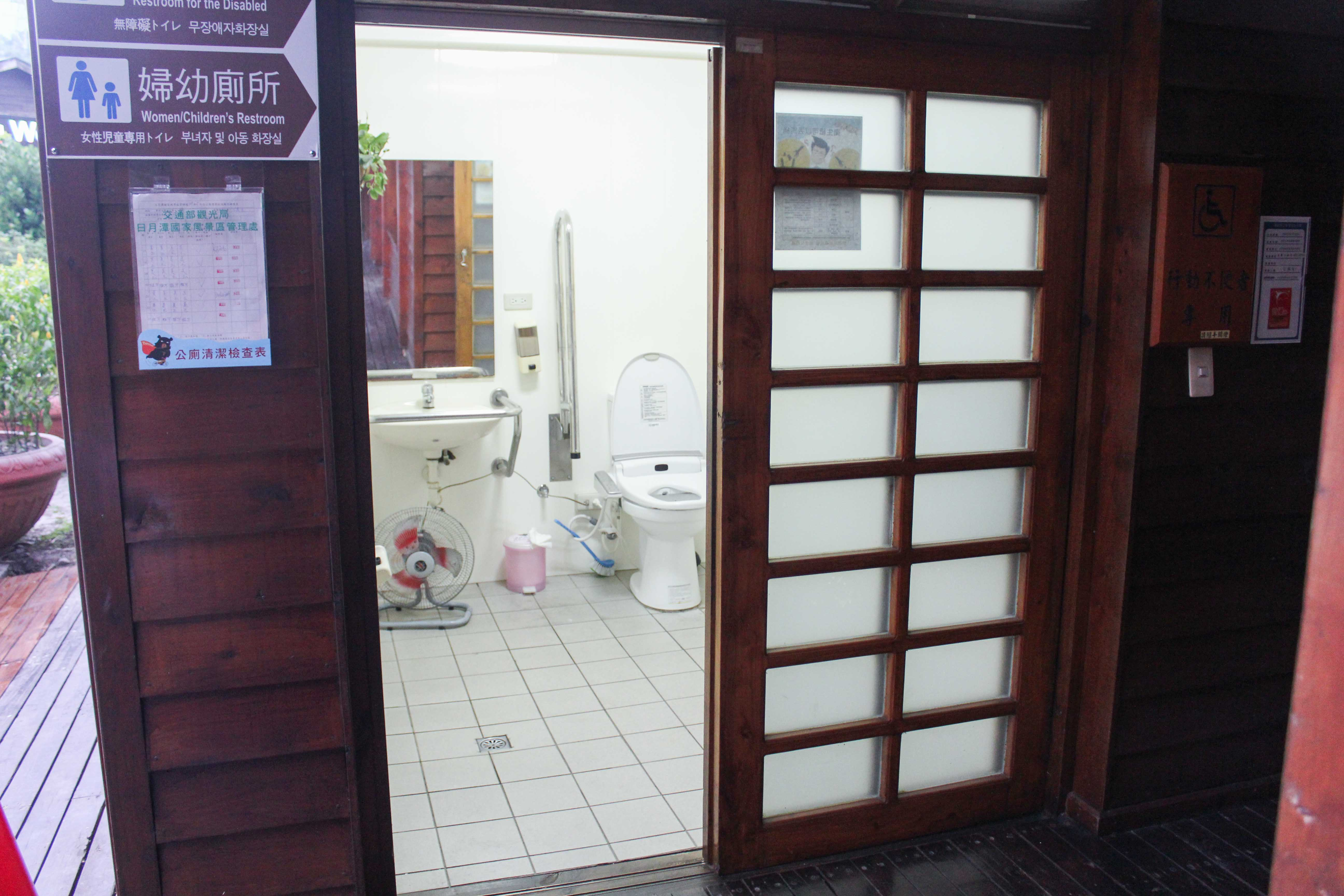 多目トイレの外観