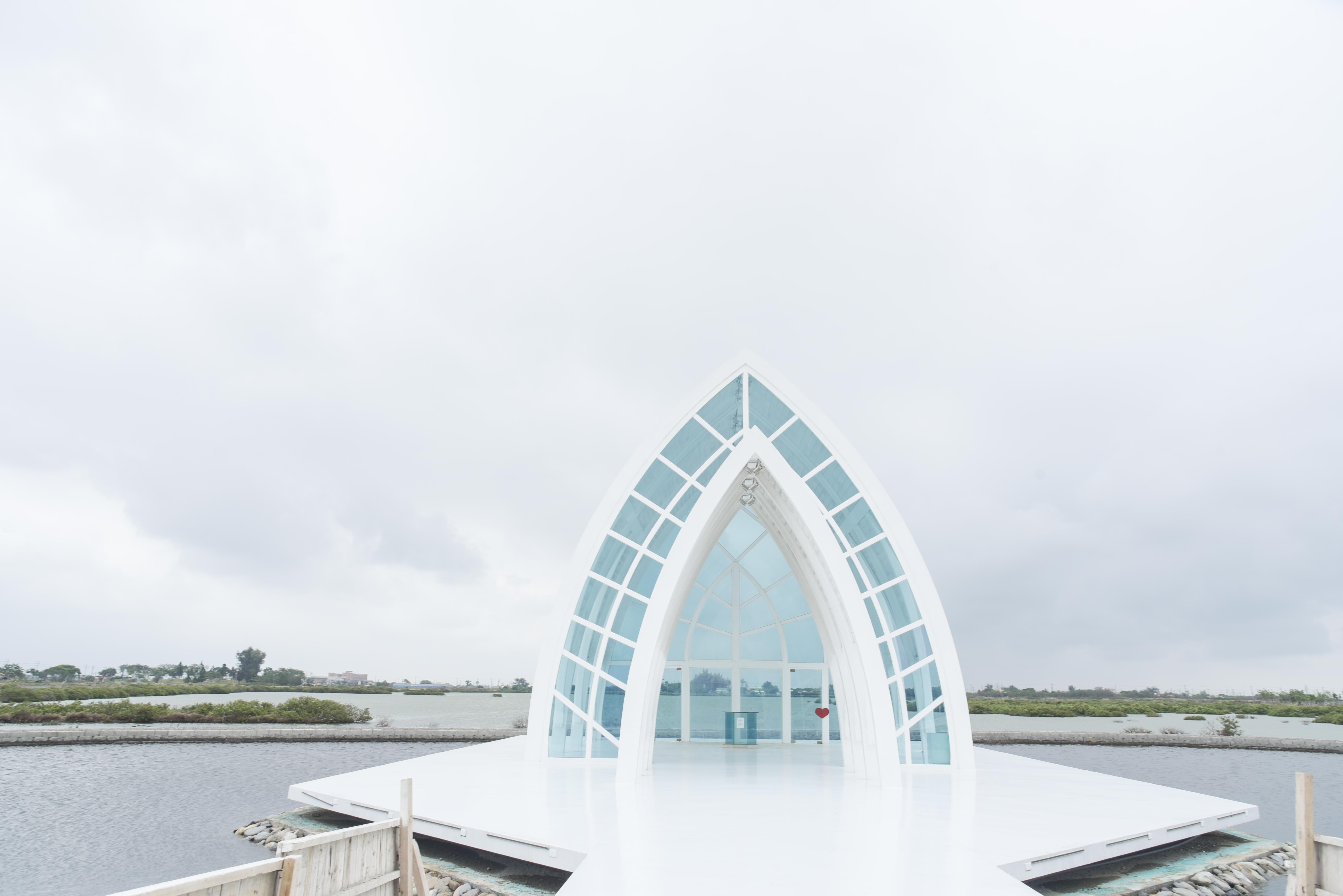 水晶教会の正面