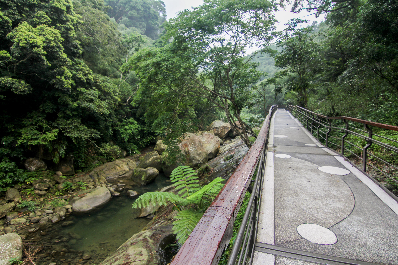 圓潭の遊歩道