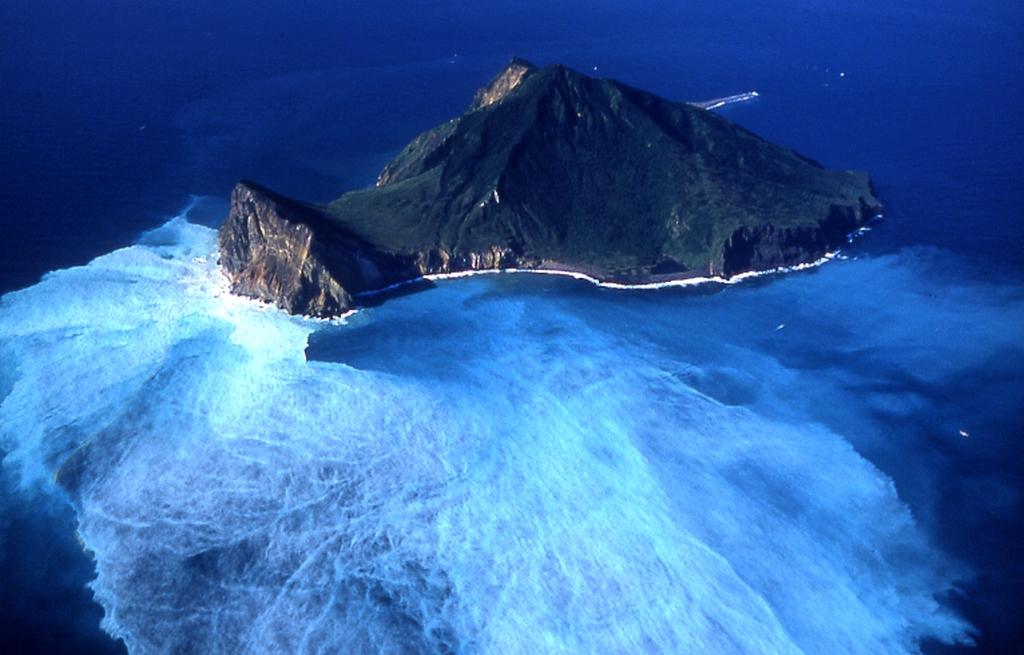 空から見る亀山島