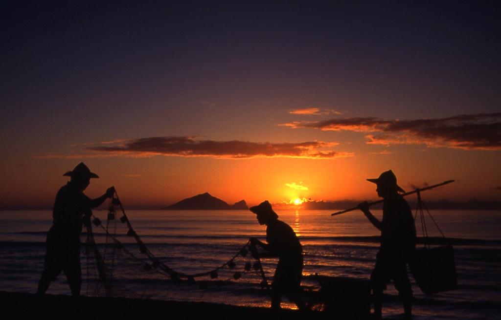 亀山島の朝日