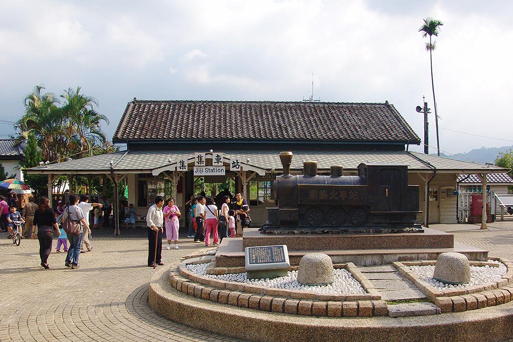 集集駅前の広場