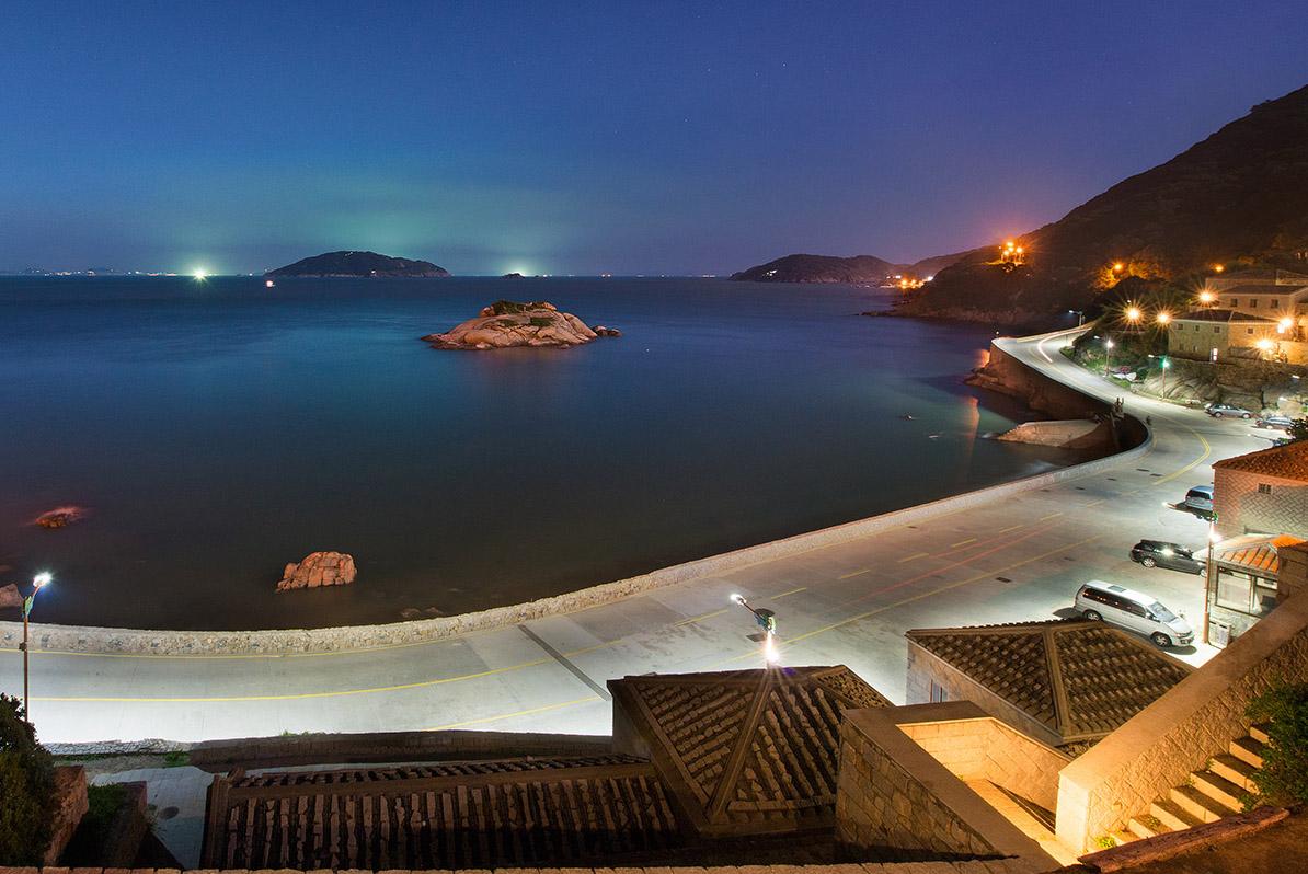 芹壁村 湾岸の夜景