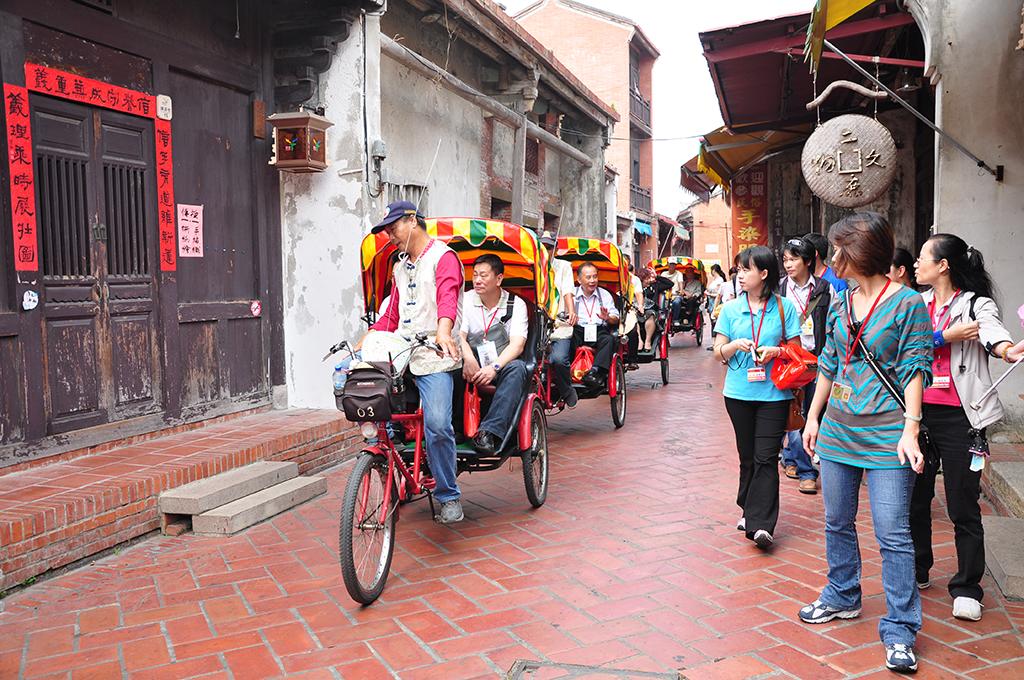 鹿港老街と三輪車