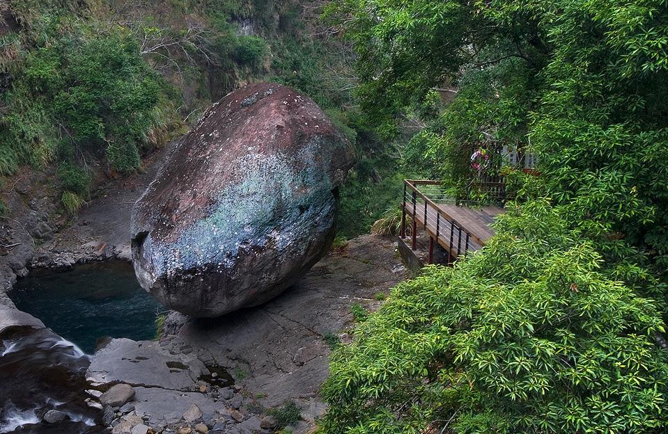 小烏來瀑布風景区-風動石