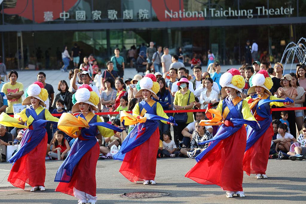 韩国A UL表演传统舞蹈