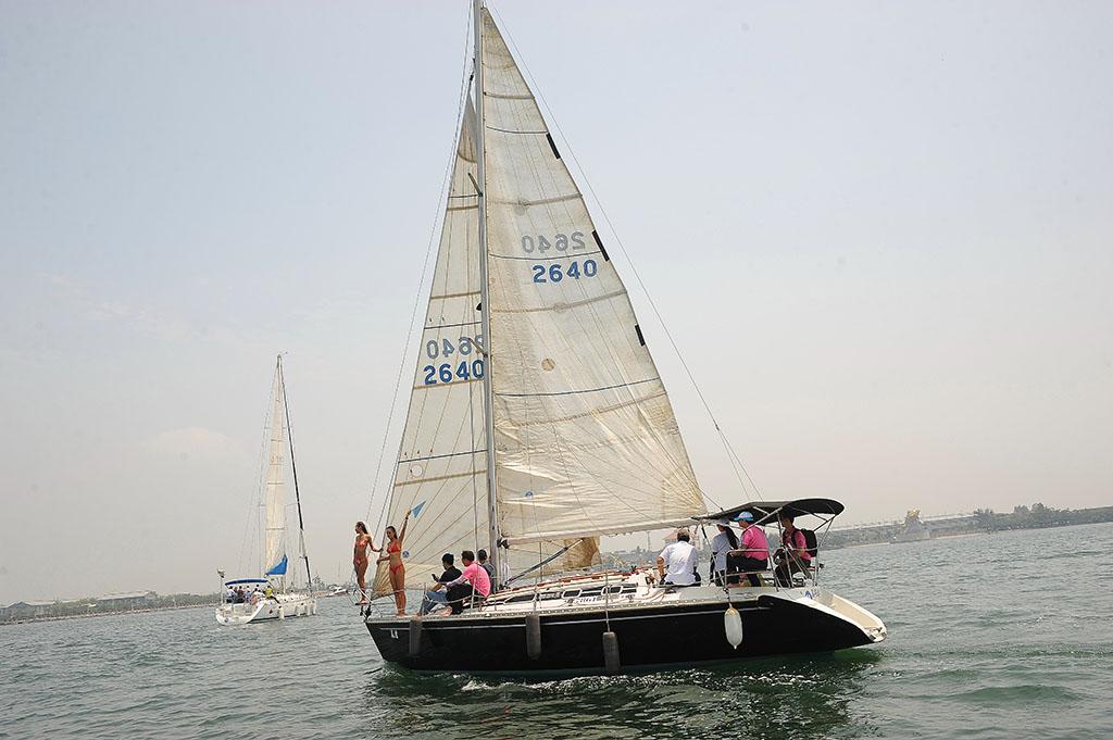 为自己增添丰富人生,就来大鹏湾!在大鹏湾搭乘重型帆船体验一日海贼王,是人生最奢侈的享受,而且绝对不是难事。