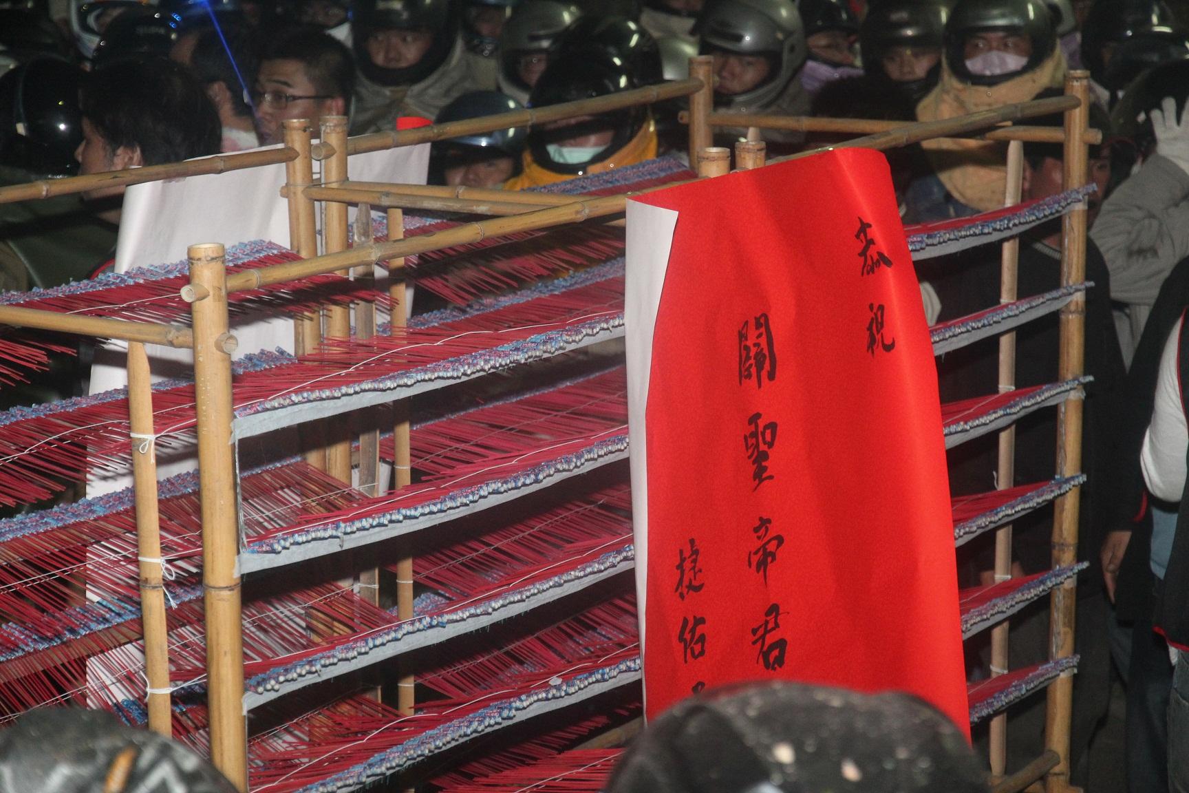 台湾慶元宵-塩水蜂炮(爆竹祭り)