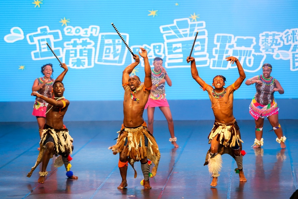 南アフリカ-デカワナ民俗舞踊団