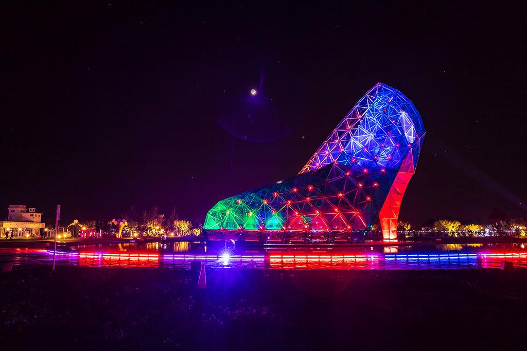 2018アジアバードフェア-青色のハイヒールのライトショー