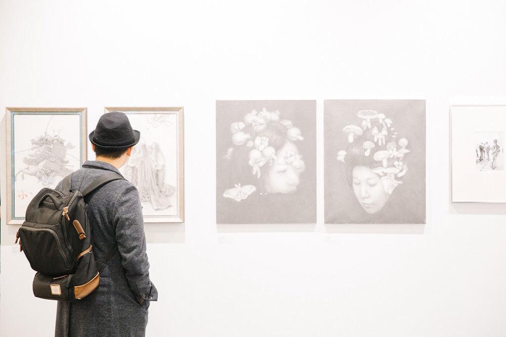 2017 台北国際芸術博覧会_人々は展覧会を見っている