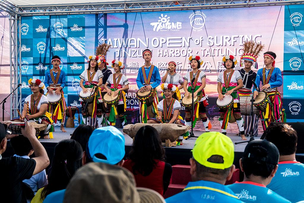 开幕式原住民舞蹈表演-台东比西里岸的PawPaw鼓队孩子