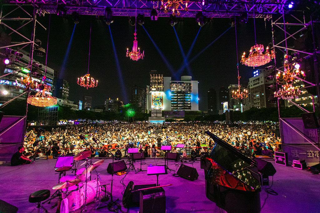 爵士音乐节开演前已聚集满满人潮