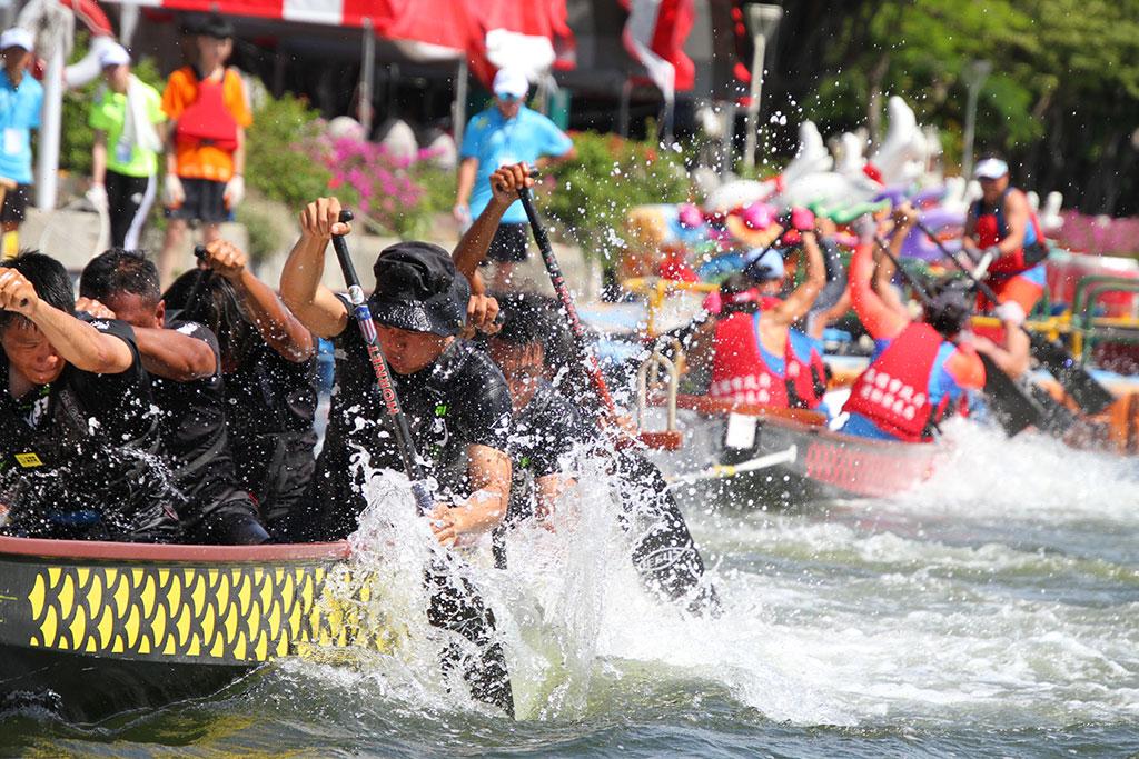 全国首创龙舟拔河比赛