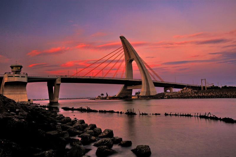 鵬湾跨海大橋の夕日