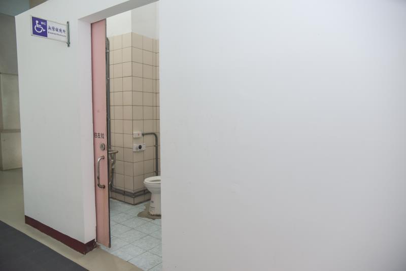 屋内の車いす対応トイレの外観