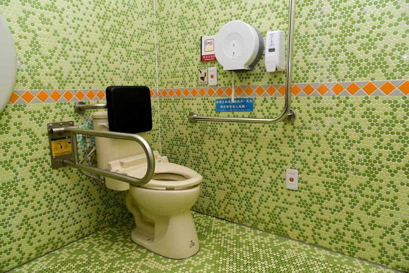 一階の車いす対応トイレの内部